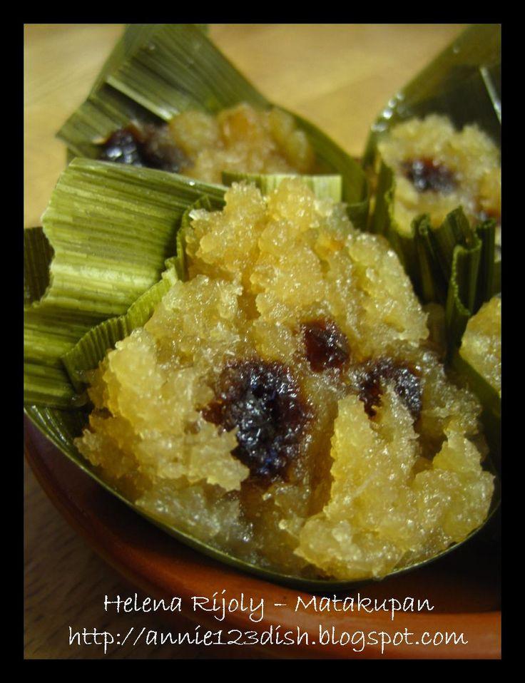 Annie's 1-2-3 Dish: Koyabu // Steamed Grated Cassava on Pandan Leaves Cone