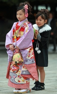 Japanese sisters**. She looks so sweet in her tiny kimono and handbag to match:)