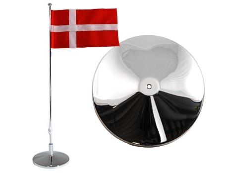 Flaggstång, slät, Dansk flagga, h 42cm. Material: Nysilver.