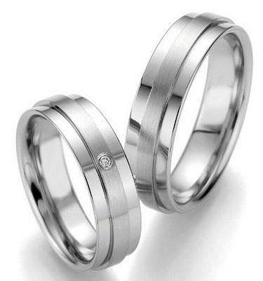 Trauringe Aberdeen  Edelstahlringe  Damenring mit 1 Diamanten, 0,02 ct,  Ringbreite: 6,0 mm,  Stärke: ca. 1,8 mm,  Oberfläche: poliert, strichmattiert,