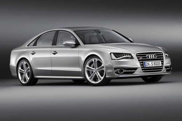 2013 Audi S8 new shows, luxurious sedan with superior driving dynamics. New 4.0-liter TFSI V8 engine provides 520 horsepower power