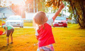 Oltre a mettere di buon umore, i giochi all'aria aperta hanno anche un effetto positivo per la salute dei bambini.