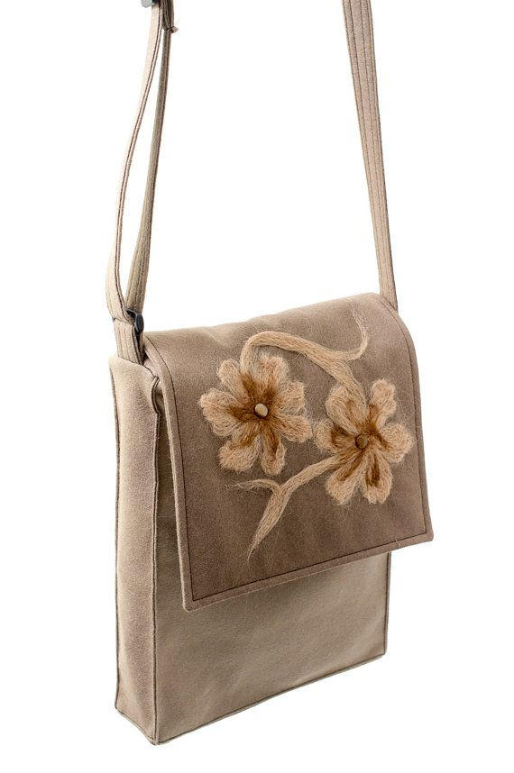 Brown shoulder made of soft felt with a floral motif. Handmade by Anardeko