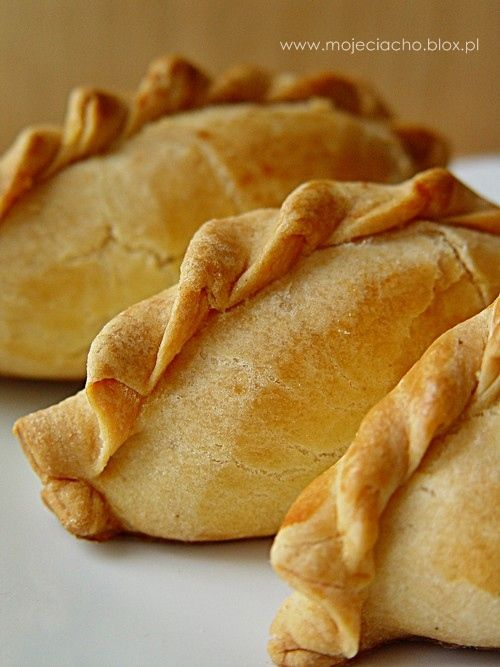 Pieczone pierożki z farszem ziemniaczanym