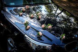 Dekoracja ślubna samochodu
