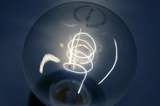 Las tarifas que las eléctricas dicen que ofrecen para ahorrar encarecen el recibo de la luz hasta un 262%