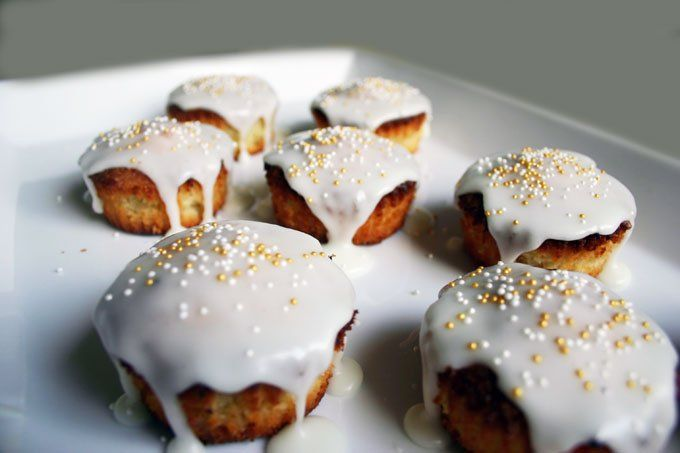 Muffins med kokos, hvid chokolade og citron