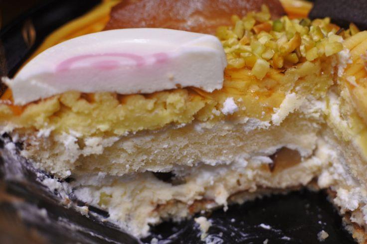 ラーメンケーキ麺はモンブラン、チャーシューはパイ生地、 ナルトはババロア、メンマはりんごのコンポート、 海苔はクッキー、ねぎはピスタチオ、 スープはカラメルソースで出来ています駅前食堂ラーメンケーキシリーズ スイーツパラダイス