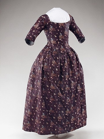 Dress (round gown) - Historic Deerfield Museum - 1780's
