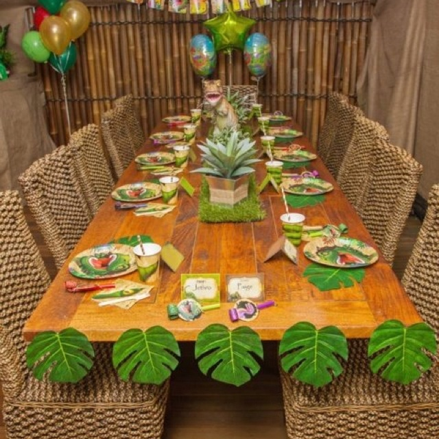 Dino party table setting