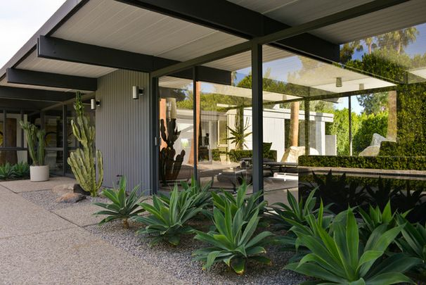 Fans of Midcentury Modernism Head to Palm Springs