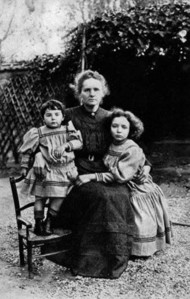 a biography of marie curie a polish and naturalized french physicist and chemist Marie sklodowska was born in warsaw on 7 november 1867, the daughter of a teacher in 1891, she went to paris to study physics and mathematics at the sorbonne where she met pierre curie, professor .