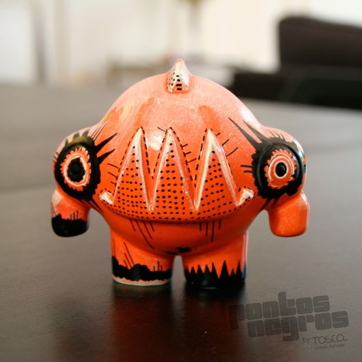 Ceramic Toy | Pontos Negros Collection | © Tosca.lab, Portugal  [ Design and artwork by Ricardo Milne | 2013 ]