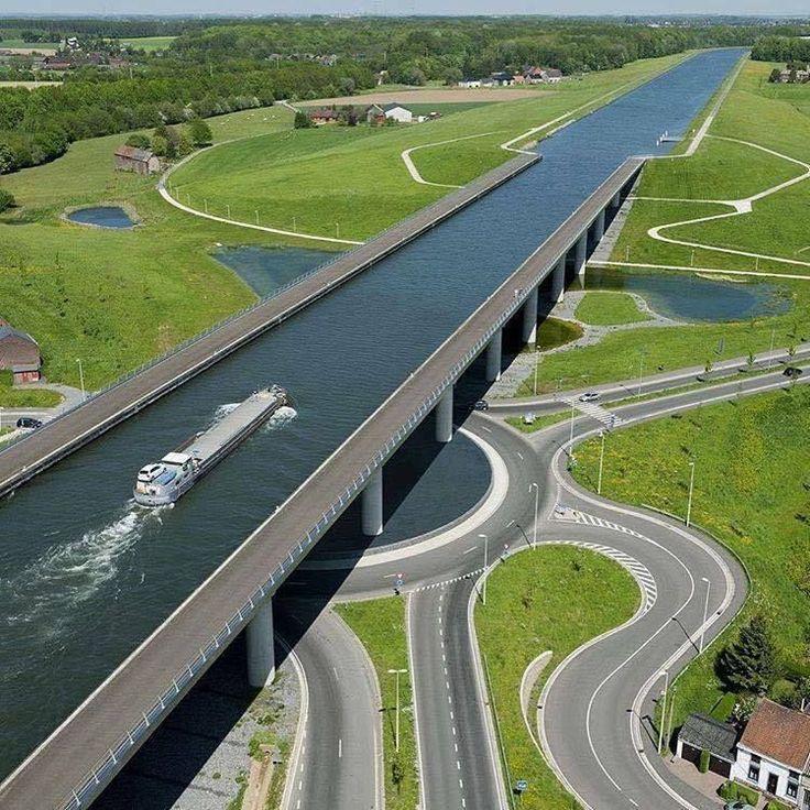 Sarte Canal Puente en Bélgica
