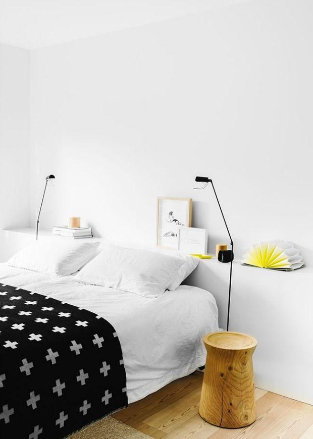 Mijn droomhuis, de slaapkamer. Mijn slaapkamer krijgt een half muurtje, een lage kastenwand, luiken voor de ramen en een bankje achter het bed.