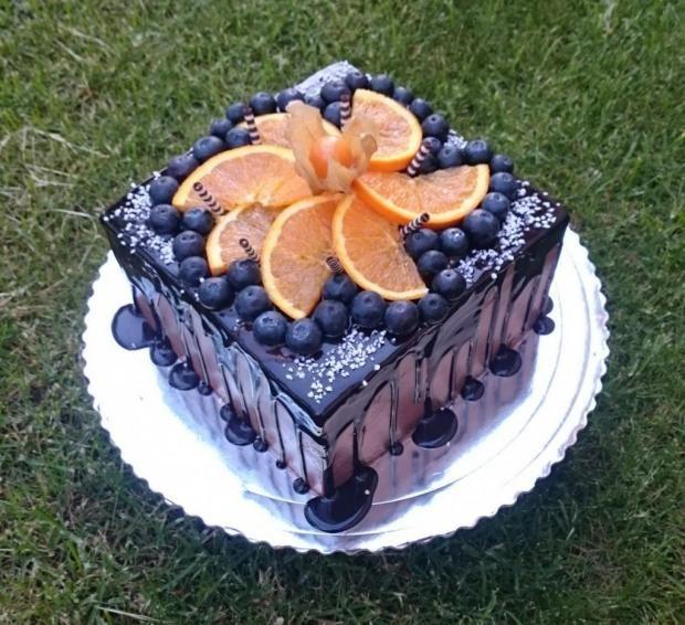 Čokoládová tortička s ovocím. Autorka: andy611. Tortyodmamy.sk