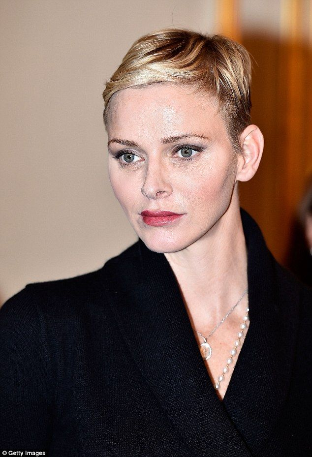 The choppy haircut highlighted her delicate features and she wore subtle makeup with a smoky eye to complement her short hair