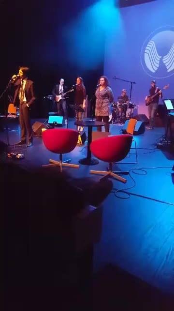 A Radio  Latina  em direto  da  sala  Robert  Krieps  da Abadia  de Neumünster , a acompanhar  o concerto  especial  São  Valentim do  The  Grund  Club Songwriters