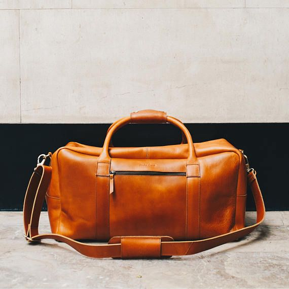 The Niche Lane Pioneer leather holdall is designed with the long weekend break in mind, it is large enough to hold all your weekend essentials yet small enough to comply with most airline cabin luggage requirements. We also ensured that the zipper continues to open half way down the side