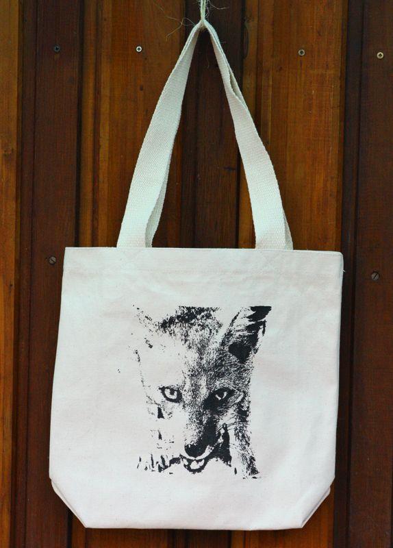 Zorro chilla. (Av. Italia 1333, Santiago, Chile) http://tallersietecolores.blogspot.com/