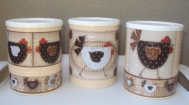 """Conjunto de 3 latas decoradas - """"Galinhas Carijó""""  Ótima opção para decorar a cozinha e guardar bolachas, mantimentos... etc..."""