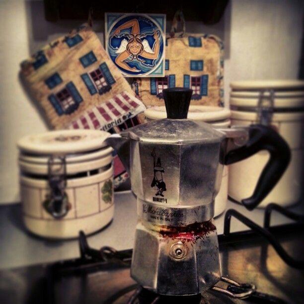 In Italy every time, is #coffe #time. #Espresso #moka #Bialetti #italy #madeinitaly #shoppinginitaly #shopping #online #shop #it #tourism #italyloveyou #Italia #italyphoto #italians #italianstyle #italianlovers #italianpride #italianphoto #italianpride