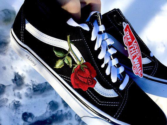 075e8f42fb9d VENTE Black   White Roses Vans personnalisé