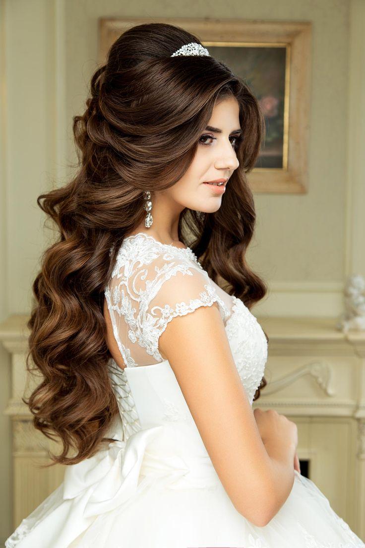 Hochzeitsfrisuren mit Locken und halb offen sind besonders für lange Haare geeignet!