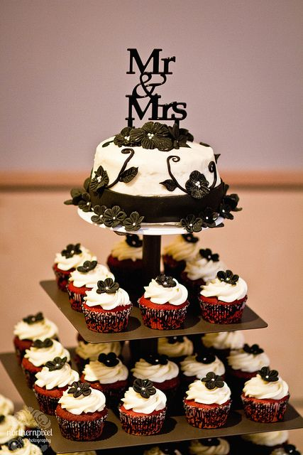 1920s wedding cake cupcakes | Wedding Cake and Cupcakes - Happy Valley Cupcakes | Flickr - Photo ...