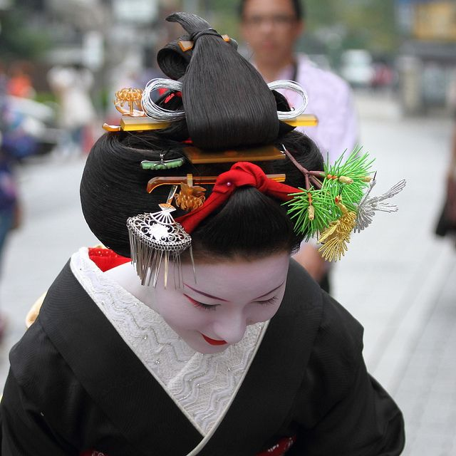 Top down view of the sakkou hair do, modeled by Makino. Sakkou is a hairstyle worn by maiko at the end of their apprenticeship, right before they graduate to geiko:
