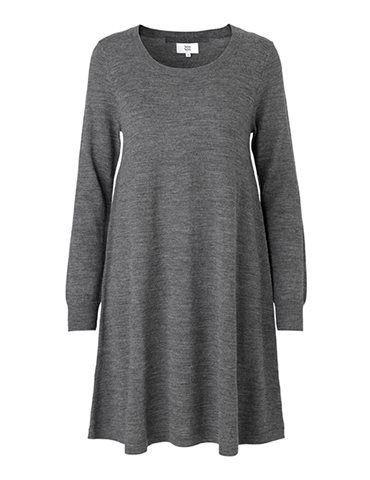 Løs strikkjole i 100 procent merinould - Grå fra Noa Noa - str. M eller S - findes ikke længere på web-shoppen - men ønsker så en model der ligner, hvis det findes..
