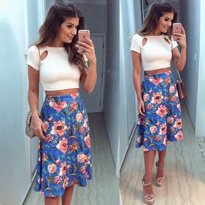 LOOKSLY - Ariane Canovas com saia midi floral do Alto Verão 2017