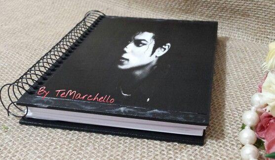 Caderno personalizado.
