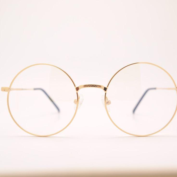 Bist du gerade auf der Suche nach einer neuen Fashion Brille? Stöber doch online bei uns!