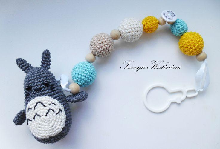 Необычный #держатель_для_соски😍  #kalinina_toys #слингобусыдлядетей #держательдлясоски #слингобусыпермь #мамабусы #мелкаямоторика #вяжуназаказ #бусыдлядетей #knitting #toys #amigurumi