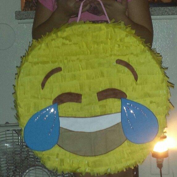 Piñata emoji Pily