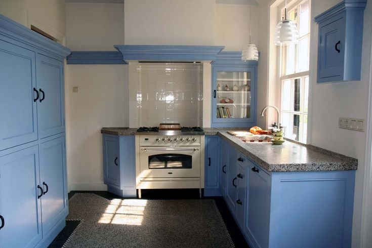 Klassieke keuken in mooie blauwe kleur 1096