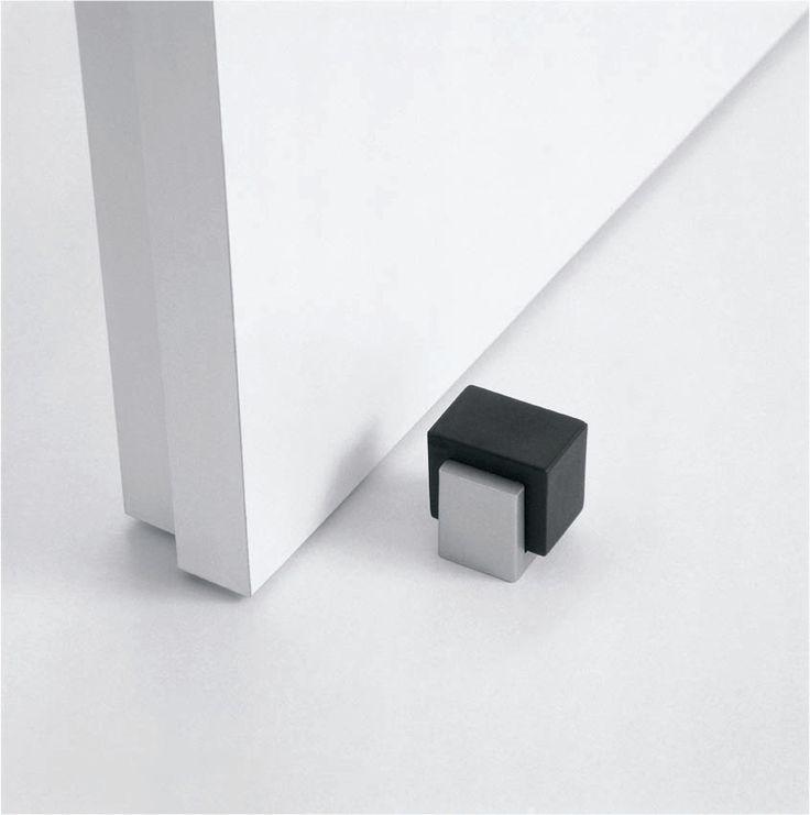 Tope de puerta minimalista para puerta.  Ref: MA01136 en ARCON