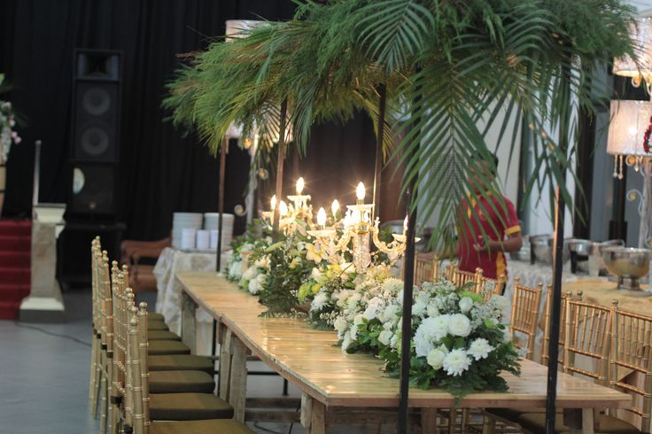 long table arrangement surabaya indoor rustic wedding by ig @Raindropsdeco