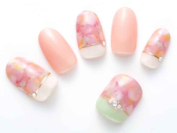 cherry blossom nails | dots with pale pink, pink & rose pink + yellow accents + off-white (or green) separates + topped up with a gold line