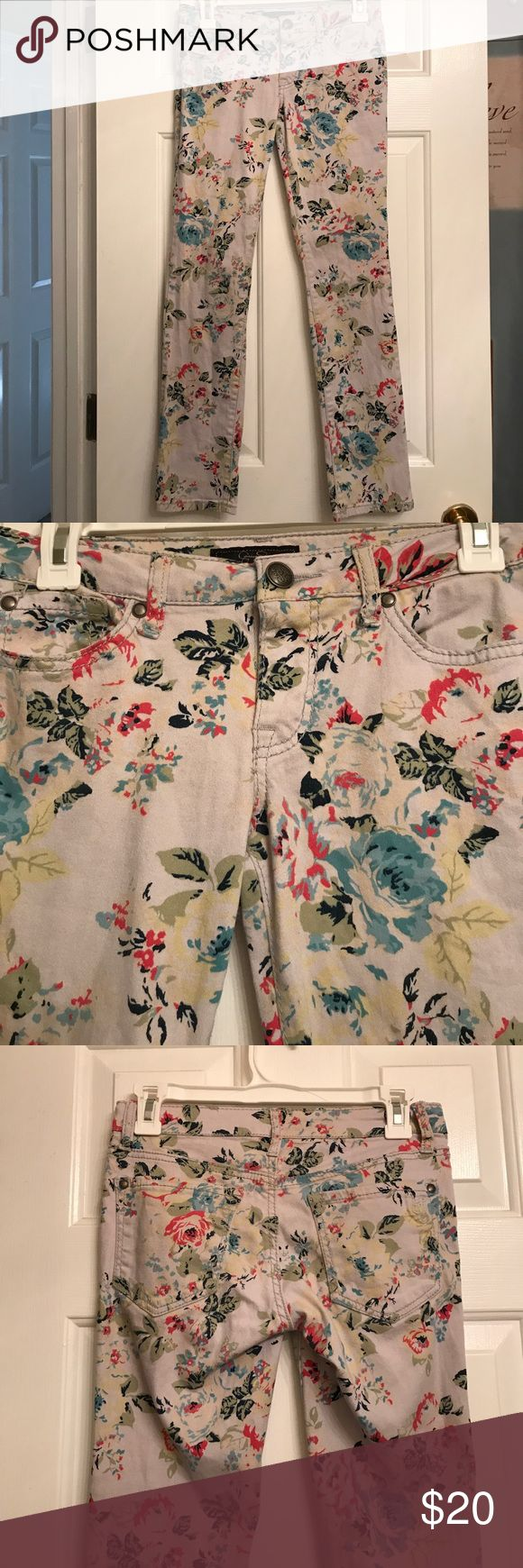 """JESSICA SIMPSON Floral Forever Low Rise Jeans So cute. Made of 98% cotton and 2% spandex. Perfect to wear all year! Size 27. These are low rise and ankle/cropped jeans. Inseam measures 27.5"""" long. Jessica Simpson Jeans Ankle & Cropped"""