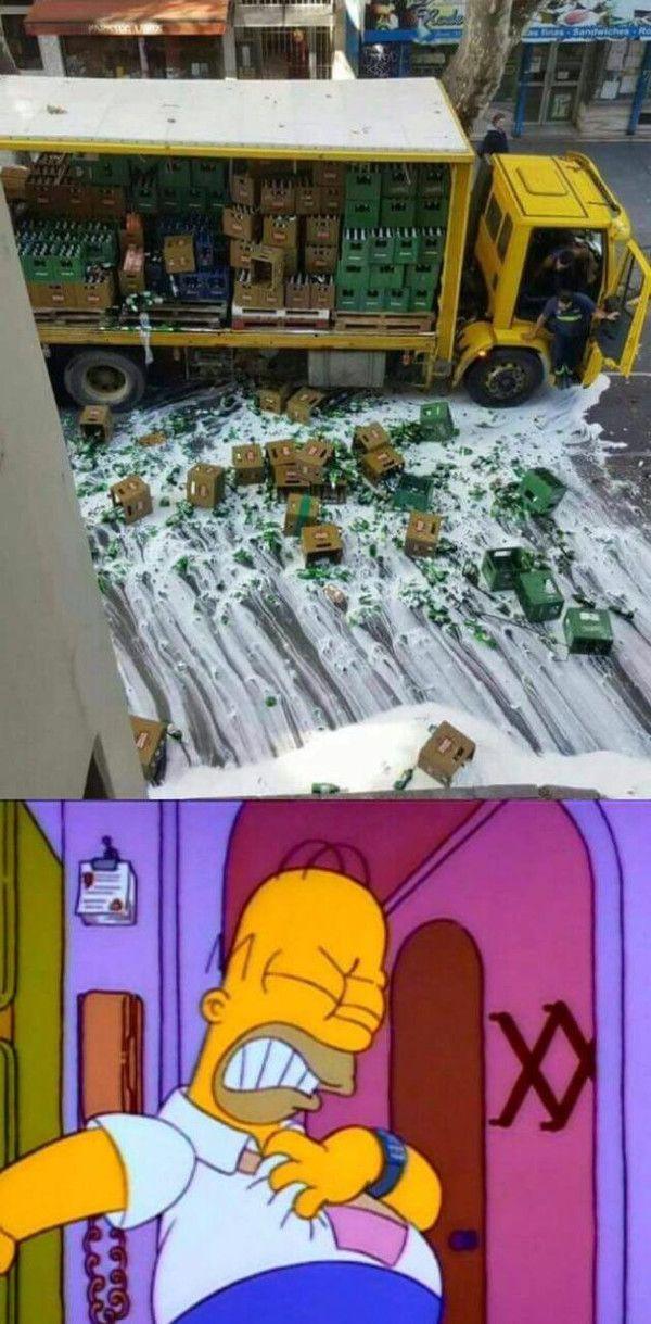 Meme_otros - A Homer le acaba de dar un chungo muy grande