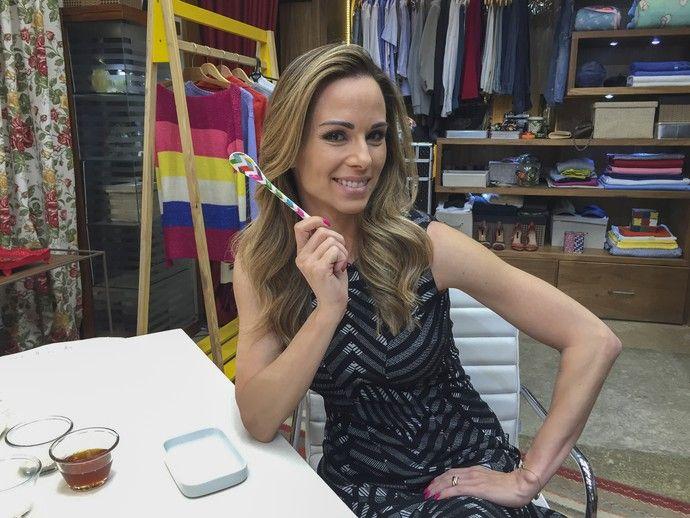 Ana Furtado ensina dica de esfoliação de lábios (Foto: Renata Viot/Gshow)