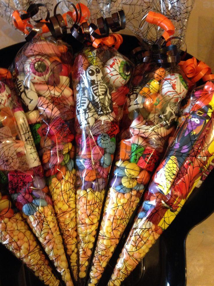 Halloween sweet cones Halloween party bags, Halloween