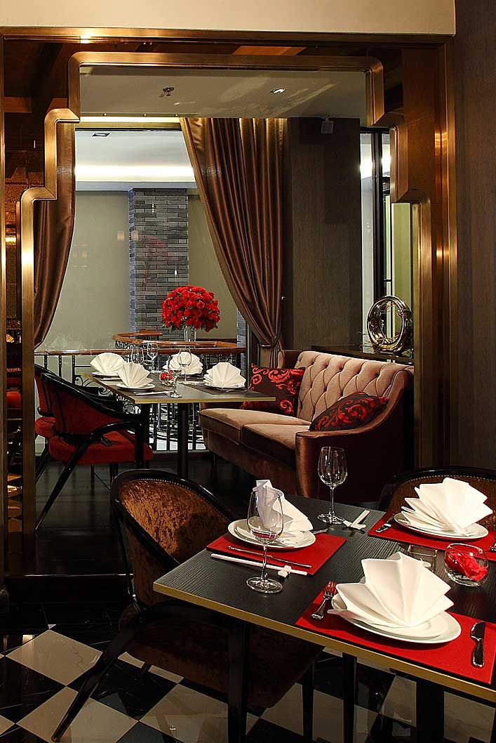 The elegant decor at Red Rose Restaurant evokes a 1920's-era jazz club. #Indistay | Shanghai Mansion, Bangkok