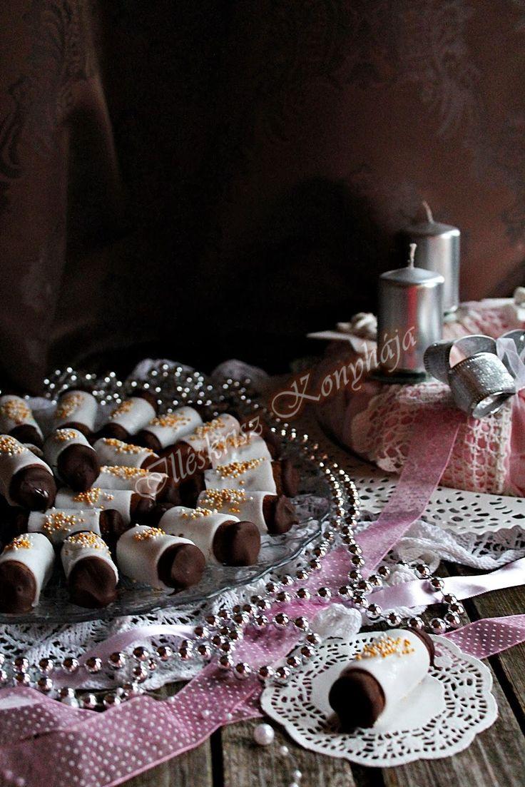 Ebben az apró desszertben benne van minden, ami a Karácsonyi... Mézeskalács, fahéj, gesztenye és marcipán... Hirte...