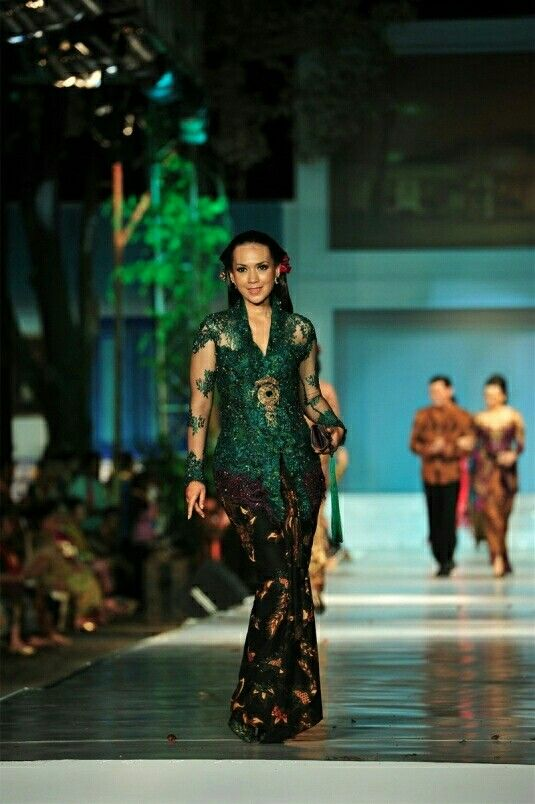 Traditional kebaya.. hijau emerald ituuhh