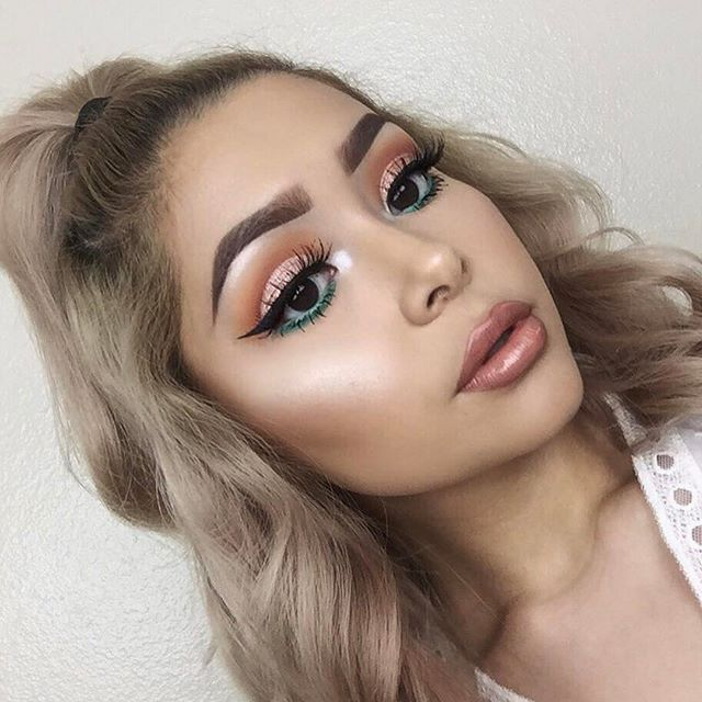 Isn't she stunning. Thank you @daisymarquez_ ・・・ I'm back and I'm better  _________  #juviasplace The Nubian Palette  __________ Tutorial on this look with up tomorrow! ✨