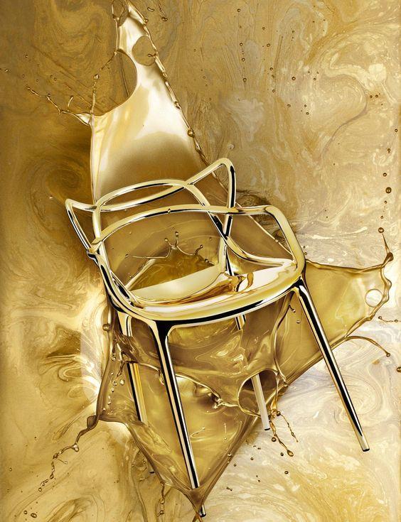 Nueva versión de una silla que se ha convertido ya en un clásico del diseño contemporáneo, Masters gold.