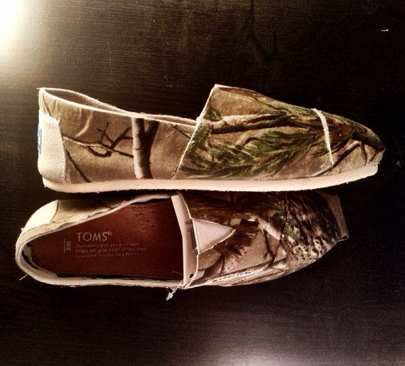 Toms upholstered in Real Tree Camo (women)